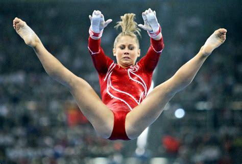 shawn johnson gymnastics wardrobe malfunctions shawn johnson retires from gymnastics lookin a lil chub