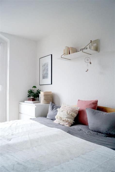wandregal schlafzimmer bedroom scandinavian minimalism altbau schlafzimmer