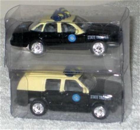 Wheels Mattel Chevy Chevrolet Tahoe Diecast Miniatur Suv Balap golden wheels 1 64 scale die cast florida state crown chevy suv diecast cars 13
