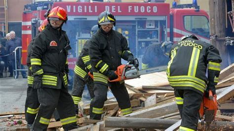 ufficio di collocamento novara vigili fuoco suona l allarme personale la sta