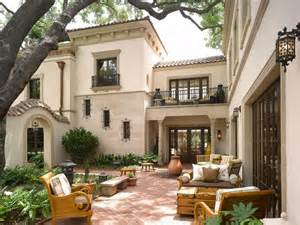Spanish Style Homes With Interior Courtyards by 25 Best Ideas About Spanish Homes On Pinterest Spanish
