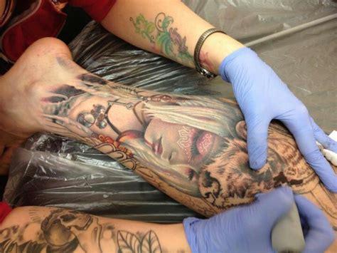 tatouage mollet homme 15 id 233 es de tatouages pour les