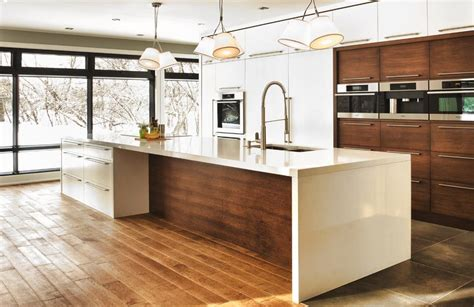 cuisine fonc馥 cuisine contemporaine aux meubles blancs ou bois fonc 233