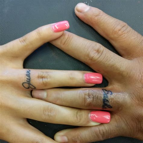 name tattoo on the finger name on finger tattoos done by kristin inkaholics