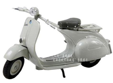 Miniatur Vespa 125 U 1953 Diecast Newray Motor Ride 132 1 18 scale white maisto vespa 125 u 1953 motorcycle mc11b006 ezmotortoys