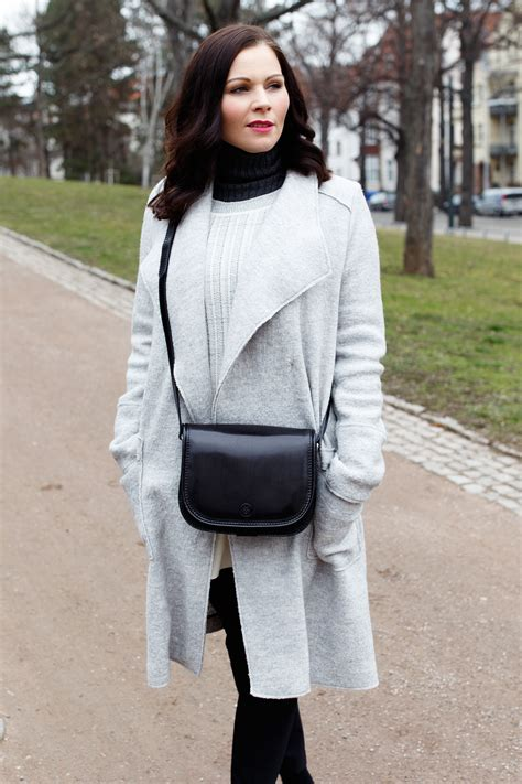 outfit mit nike air max thea sneakers zara mantel und