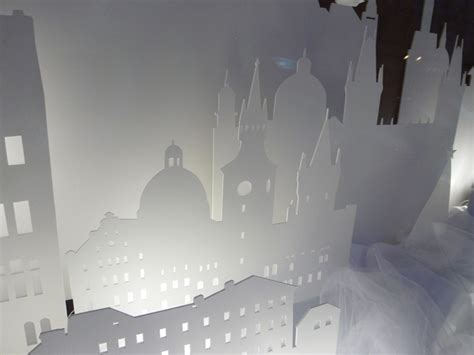 interactive christmas window display by wellen prague