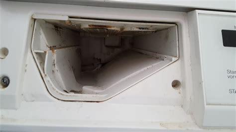Waschmaschine Weichspüler Bleibt Im Fach by Waschmaschine Reinigen Flusensieb Und