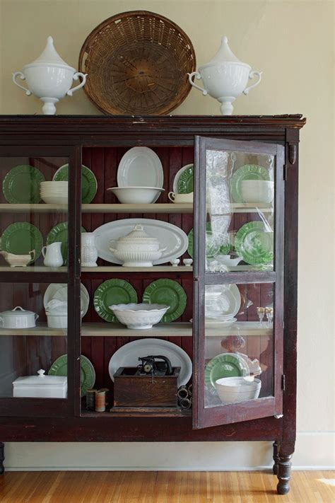 how to display china in a cabinet best 25 china display ideas on plate display