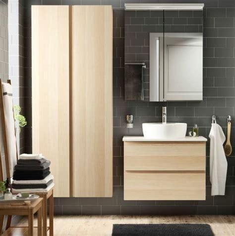 cevelle couleur mur salle de bain grise et bois