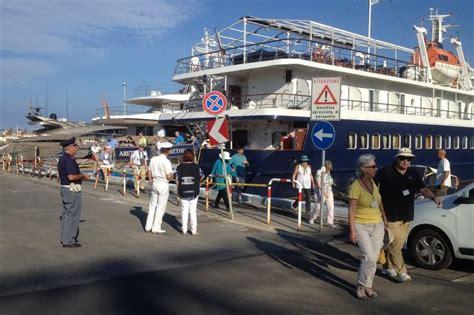 capitaneria di porto di viareggio navi da crociera il porto di viareggio 232 sicuro guardia