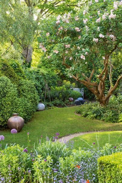 joanna bird garden created  simon irvine house garden