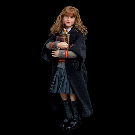 hermione granger description harry potter sorcerers hermione granger 1 6 scale