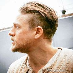 hiw to get charlie hunams hairstyle charlie hunnam king arthur hair click to find out how to