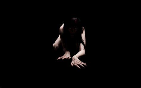 wallpaper dark girl creepy girl crawling meh ro