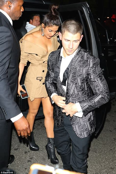 Nick Jonas Priyanka Chopra Priyanka Chopra And Nick Jonas Cosy Up At Met Gala