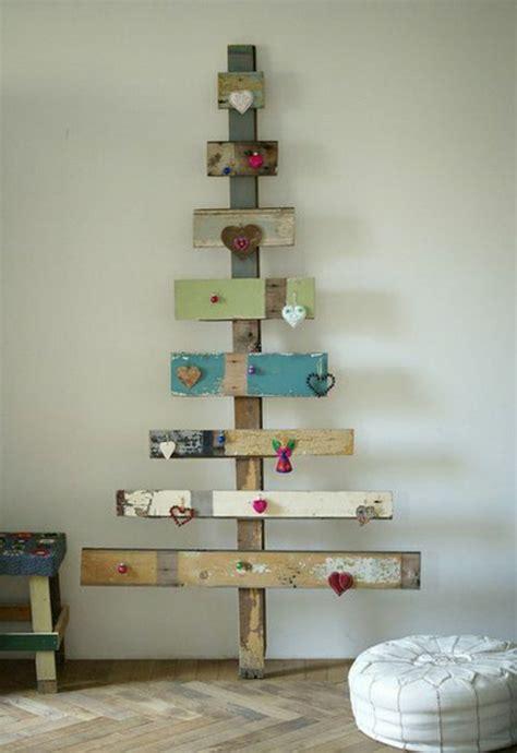 weihnachtsbaum aus holz selber bauen originelle dekoration aus holzpalleten archzine net