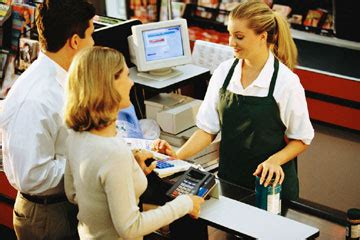 in retail cashiers who s hiring what they pay