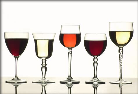 bicchieri strani come servire il vino i bicchieri