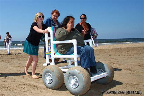 rolstoel kopen haarlem strandrolstoel beschikbaar voor bezoekers strand