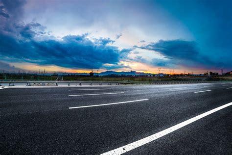 imagenes de carreteras asombrosas el curioso origen de las marcas viales en las carreteras