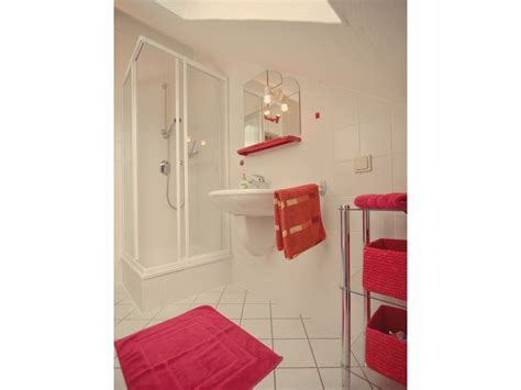 Kleines Bad Mit Dusche Und Waschbecken by Ferienwohnung Moselblick Uttend 246 Rfer Hoch 252 Ber Der