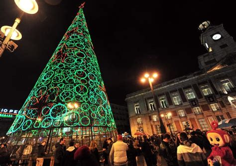 christmas trees around the world slideshow trees around the world slide 10 ny daily news