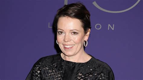 elizabeth actress crown olivia coleman is the new queen elizabeth ii on the crown