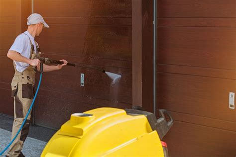7 Tips On Cleaning A Garage by Easy Tips To Clean Your Garage Door