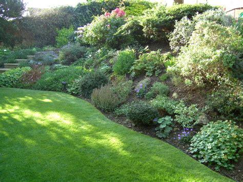 slope garden gardening pinterest flagstone gardens and flags