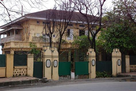 priyanka chopra house mumbai images priyanka chopra s new house in mumbai on august 7 2014