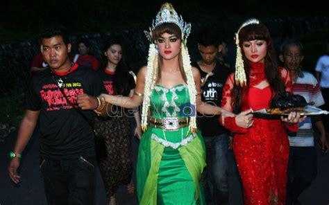 Cincin Batik Sukabumi klikunic ini dia prosesi ritual mistis jupe di pelabuhan ratu