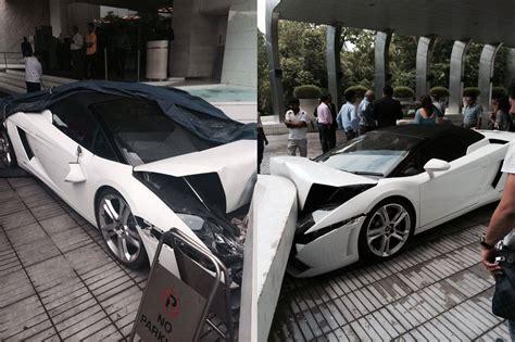 crashed lamborghini lamborghini gallardo spyder crashed in new delhi by hotel