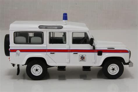 land rover corgi corgi classics cc07702 land rover 110 defender thames