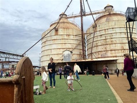 chip gaines farm a peek inside chip and joanna gaines magnolia market