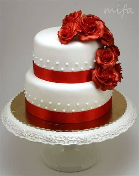 Two Tier Cake with Red Roses ? Birthday Cake Photos   Cake