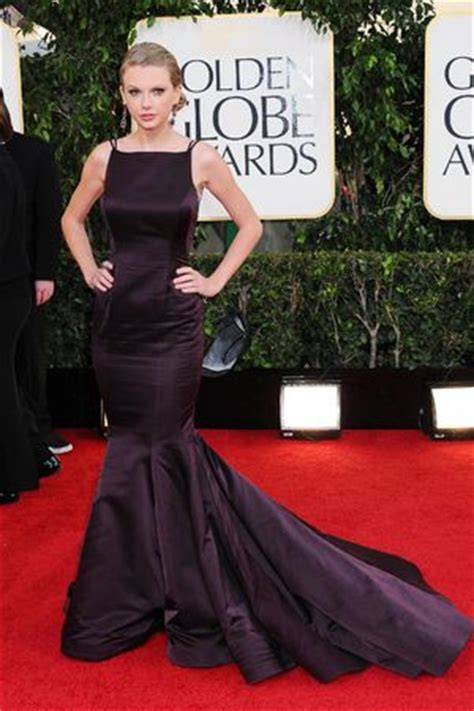suffers wardrobe malfunction at golden globes