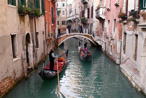 boat ride in venice how to take a gondola ride in venice livitaly tours