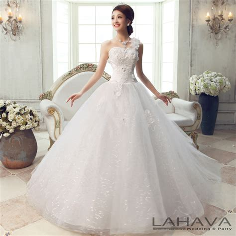 The most beautiful wedding dress spreading 2014