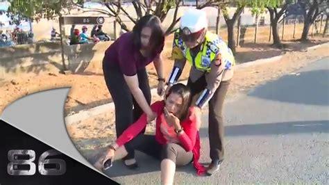 Mini 2 Di Makassar 86 penanganan kecelakaan beruntun di makassar doovi
