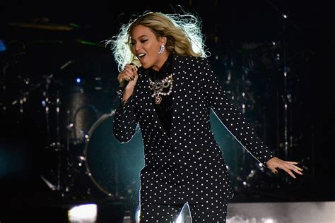 beyonce coachella roc nation artist to join beyonce for 2017 coachella