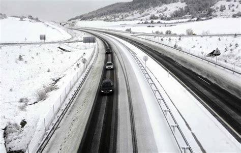 uso de cadenas para nieve necesario el uso de cadenas en 4 carreteras secundarias