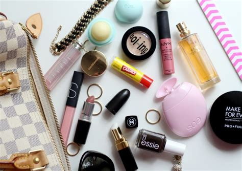 Whats In Your Make Up Bag 1 by What S In My Bag Essentials