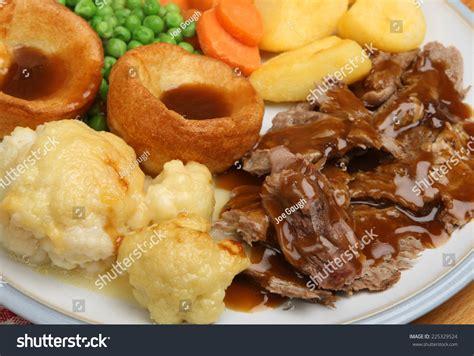 roast dinners traditional sunday roast yorkshire puddings england uk traditional sunday roast dinner with yorkshire puddings