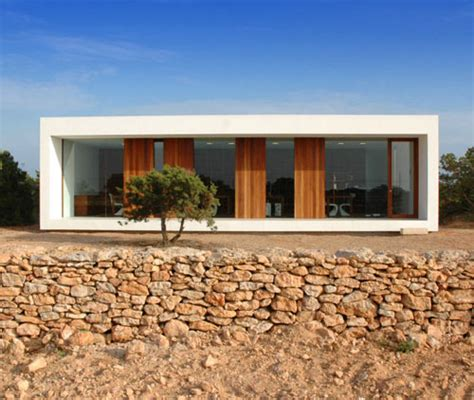 minimal homes a minimal house set in scrubland in spain daily icon