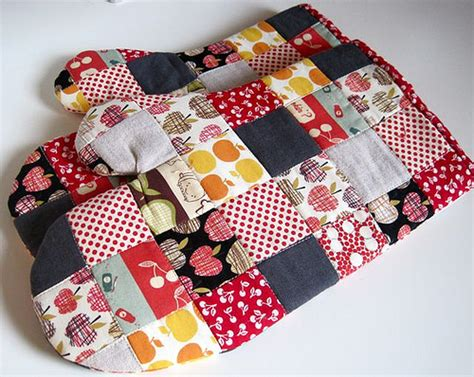 Patchwork Potholders - patchwork kitchen patchwork potholders and mitts for a
