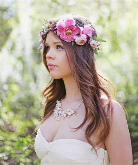 Frisur Hochzeit Blumen by Brautfrisur Mit Blumenkranz Frisuren Mit Frischen Blumen