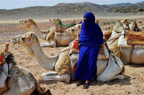 tenda dei beduini beduina nel deserto juzaphoto
