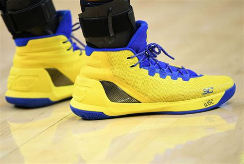 stephen curry signs shoes kid sole collector