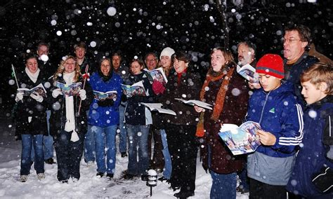 images of christmas carolers was a new guinness world record for christmas caroling